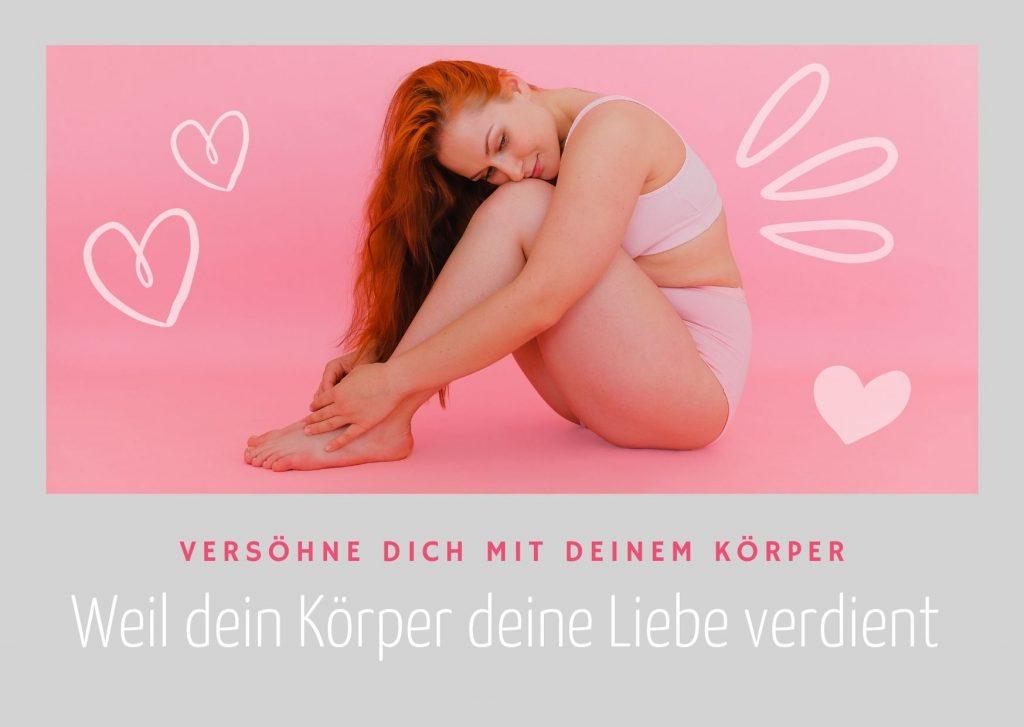 Sitzende Frau, die ihre Knie umfasst mit Herzen. Text: Versöhne dich mit deinem Körper. Weil er deine Liebe verdient.